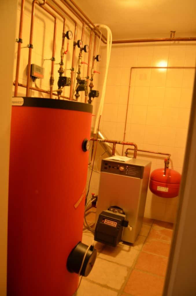 Klet kurilnica toplotna črpalka_ oljna peč