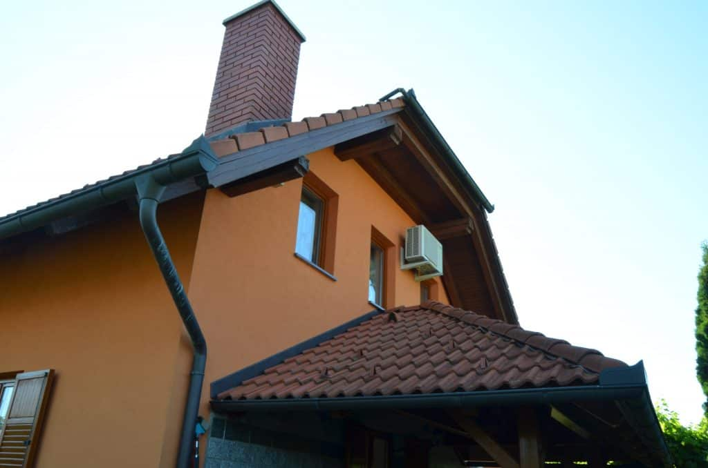 Zunaj streha napušč