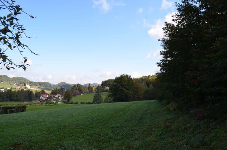 Pogled od hiše na naselje 2