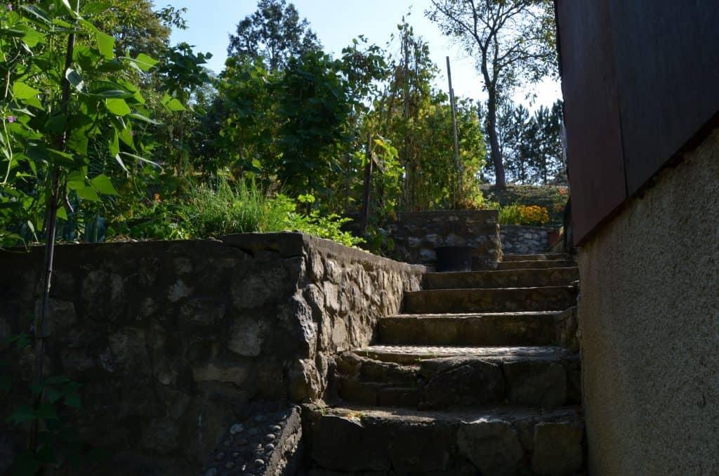 Stopnišče, oporni zid