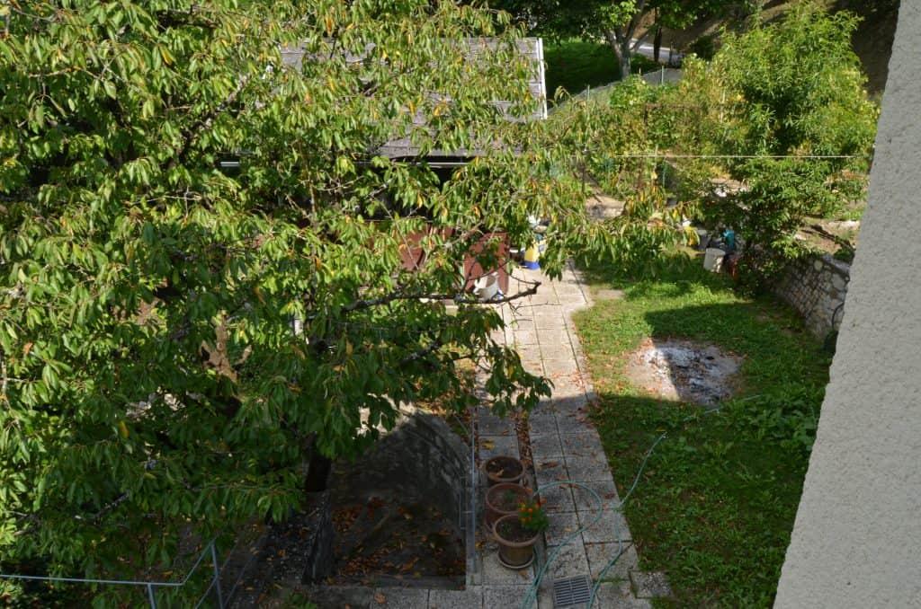 pogled iz hiše na teraso 3